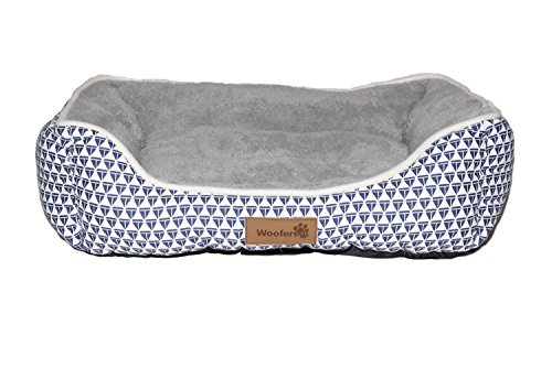 New Woofers Nore Dog Bed Medium, Blue & White, Rectangular Shaped Low Entry Front. Made From Blue And White Sail Boat Canvas Fabric And Short Pile Grey Plush fleece Interior. Washable & Easy Clean. Medium (63 x 53 x 20CM)