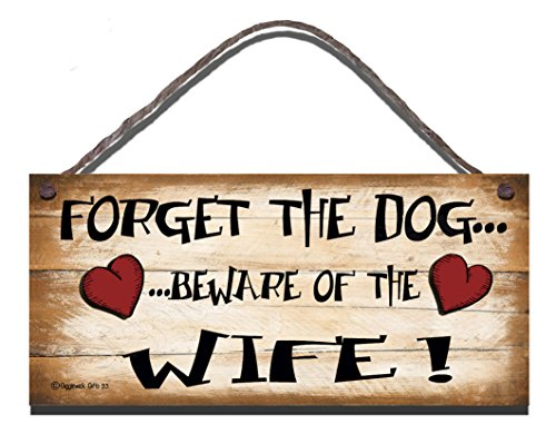 Shabby Chic Birthday Occasion Wooden Wooden Funny Sign Wall Plaque Forget The Dog Beware Of The Wife Gift Present
